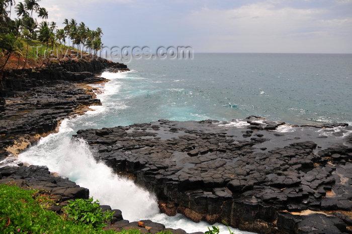sao-tome125: Boca do Inferno, Cantagalo district, São Tomé and Prícipe / STP: Hell's Mouth blowhole / furna de sopro - photo by M.Torres - (c) Travel-Images.com - Stock Photography agency - Image Bank