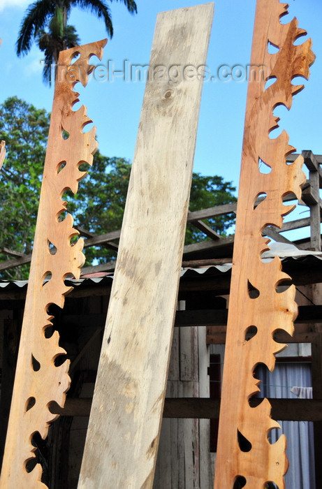 sao-tome146: Guadalupe, Lobata district, São Tomé and Príncipe / STP: traditional roof eaves at carpenter's workshop / beirados tradicionais numa carpintaria - photo by M.Torres - (c) Travel-Images.com - Stock Photography agency - Image Bank