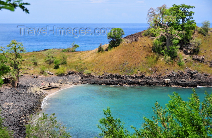 sao-tome150: Lagoa Azul, Lobata district, São Tomé and Príncipe / STP: protected cove, a base for the fishermen's dongos / enseada protegida usada pelos pescadores - photo by M.Torres - (c) Travel-Images.com - Stock Photography agency - Image Bank