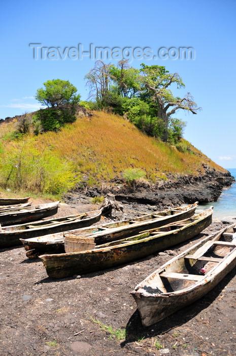 sao-tome158: Lagoa Azul, Lobata district, São Tomé and Príncipe / STP: fishing boats rest on the beach / barcos de pesca descansam na praia - dongos - photo by M.Torres - (c) Travel-Images.com - Stock Photography agency - Image Bank