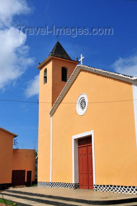 sao-tome169: Santo Amaro, Lobata district, São Tomé and Príncipe / STP: sunny church / igreja solarenga - photo by M.Torres - (c) Travel-Images.com - Stock Photography agency - Image Bank