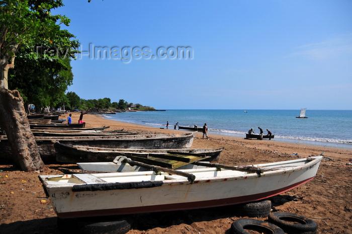 sao-tome194: Pantufo, Água Grande district, São Tomé and Príncipe / STP: boats rest on the beach / barcos descansam na praia - photo by M.Torres - (c) Travel-Images.com - Stock Photography agency - Image Bank