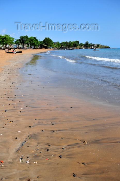 sao-tome198: Pantufo, Água Grande district, São Tomé and Príncipe / STP: beach view / vista ao longo da praia - photo by M.Torres - (c) Travel-Images.com - Stock Photography agency - Image Bank