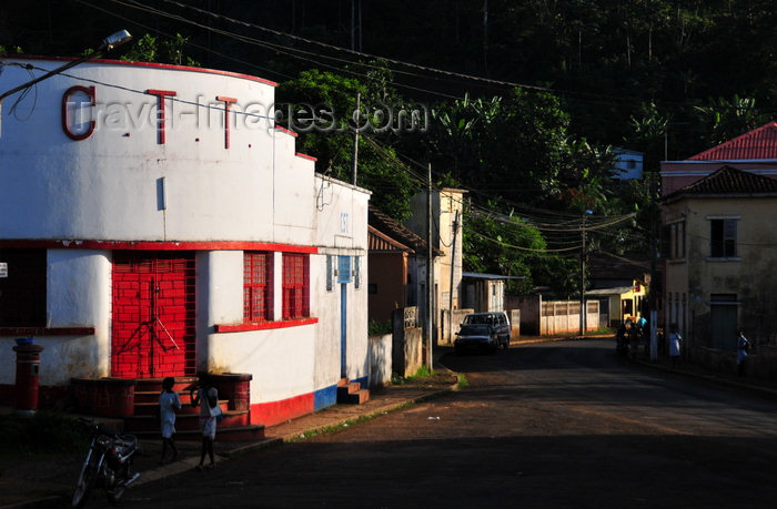 sao-tome2: Trindade, Mé-Zóchi district, São Tomé and Príncipe / STP: colonial post office in the second largest city in the country / posto dos correios na segunda maior localidade do país - CTT -  photo by M.Torres - (c) Travel-Images.com - Stock Photography agency - Image Bank