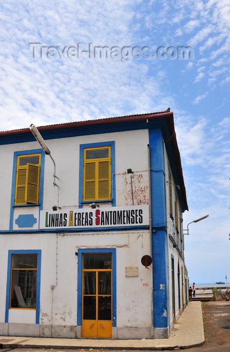 sao-tome222: São Tomé, São Tomé and Príncipe / STP: Santomean AIrlines downtown office / Linhas Aéreas Santomenses - Rua Santo António do Prícipe - photo by M.Torres - (c) Travel-Images.com - Stock Photography agency - Image Bank