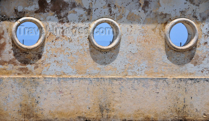 sao-tome231: São Tomé, São Tomé and Príncipe / STP: wall with port holes of the now derelict Nautical Club / muro com 'escotilhas' do agora abandonado Clube Naútico - Avenida Marginal - photo by M.Torres - (c) Travel-Images.com - Stock Photography agency - Image Bank