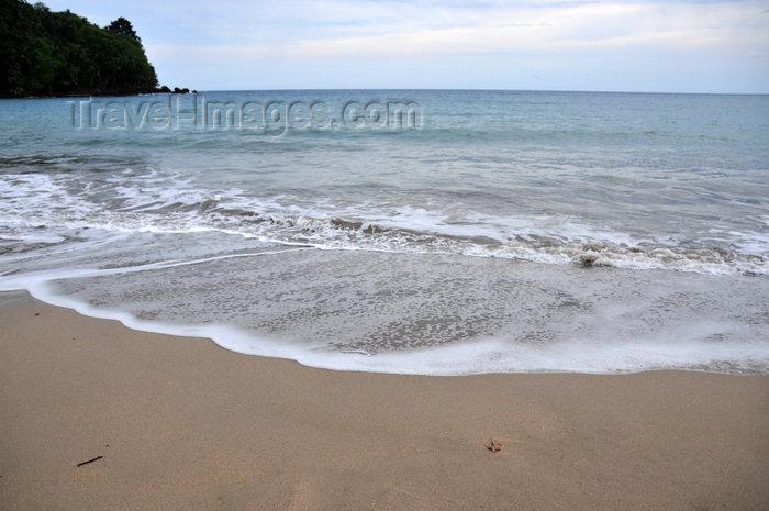 sao-tome28: Praia Micondó, Cantagalo district, São Tomé and Prícipe / STP: secluded beach on a gray day / praia num dia cinzento - photo by M.Torres - (c) Travel-Images.com - Stock Photography agency - Image Bank