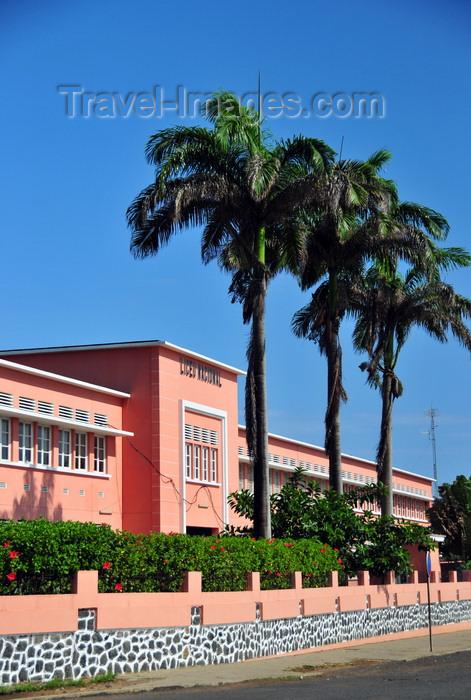sao-tome285: São Tomé, São Tomé and Príncipe / STP: National Lyceum and coconut trees - waterfront avenue / Liceu Nacional e coqueiros, ex-Escola Técnica Silva Cunha - Av. Marginal - photo by M.Torres - (c) Travel-Images.com - Stock Photography agency - Image Bank