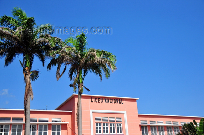 sao-tome289: São Tomé, São Tomé and Príncipe / STP: National Lyceum - detail - waterfront avenue / detalhe do Liceu Nacional, ex-Escola Técnica Silva Cunha - Av. Marginal - photo by M.Torres - (c) Travel-Images.com - Stock Photography agency - Image Bank