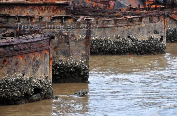 sao-tome31: São Tomé, São Tomé and Príncipe / STP: old hulls rust in the harbour / no porto velhos cascos enchem-se de ferrugem e lapas - photo by M.Torres - (c) Travel-Images.com - Stock Photography agency - Image Bank