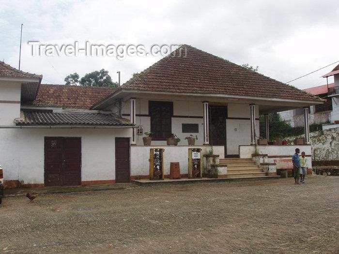 sao-tome4: São Tomé e Príncipe - São Tomé island / ilha de São Tomé - Roça Monte Café: old petrol station / velha bomba de gasolina - photo by B.Cloutier - (c) Travel-Images.com - Stock Photography agency - Image Bank