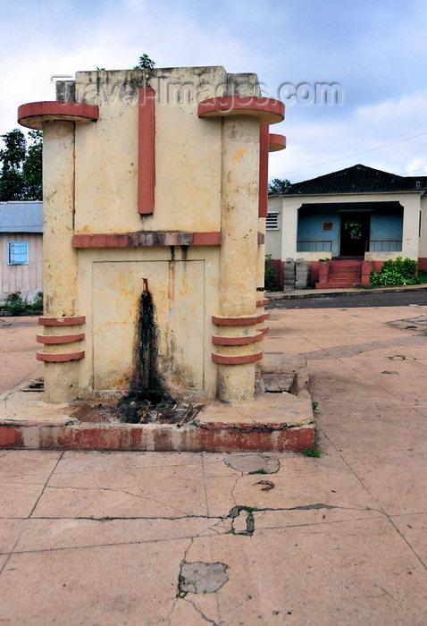 sao-tome46: Madalena, Mé-Zóchi district, São Tomé and Príncipe / STP: 1960s colonial public water supply fountain / fontanário colonial para abastecimento público de água - photo by M.Torres - (c) Travel-Images.com - Stock Photography agency - Image Bank