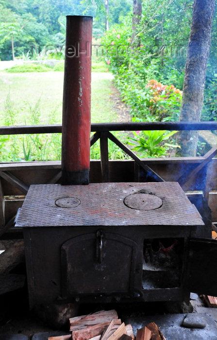 sao-tome74: São João plantation / roça São João, Caué district, São Tomé and Prícipe / STP: old wood fired stove still going strong / fogão a lenha - photo by M.Torres - (c) Travel-Images.com - Stock Photography agency - Image Bank