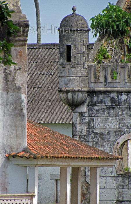 sao-tome8: Sundy Plantation / Roça Sundy, Príncipe island, São Tomé and Príncipe / STP: bartizan in a mock castle / guarita no castelo de fantasia - photo by G.Frysinger - (c) Travel-Images.com - Stock Photography agency - Image Bank