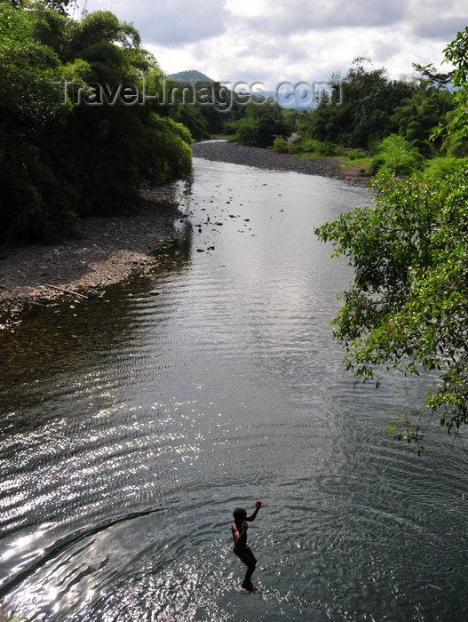sao-tome94: Iô Grande river / rio Iô Grande, Caué district, São Tomé and Prícipe / STP: boy jumps from the bridge on the RN2 road / rapaz salta da ponte na EN2 - photo by M.Torres - (c) Travel-Images.com - Stock Photography agency - Image Bank