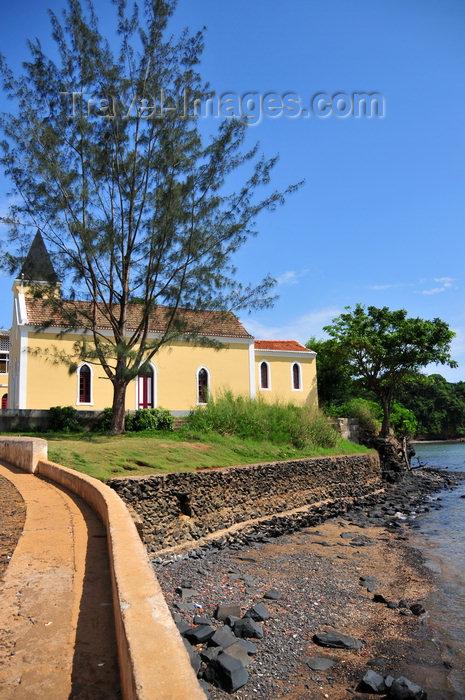 sao-tome98: Santana, Cantagalo district, São Tomé and Prícipe / STP: church from the waterfront / igreja junto ao mar - photo by M.Torres - (c) Travel-Images.com - Stock Photography agency - Image Bank