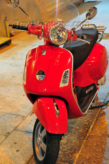 sardinia12: Olbia / Terranoa / Tarranoa, Olbia-Tempio province, Sardinia / Sardegna / Sardigna: red Vespa, an Italian icon - scooter by Piaggio - Corso Umberto I - photo by M.Torres - (c) Travel-Images.com - Stock Photography agency - Image Bank