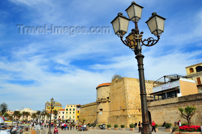 sardinia150: Alghero / L'Alguer, Sassari province, Sardinia / Sardegna / Sardigna: promenade on the Porto Antico, buy the Maddalena bastion - triple street lamp - photo by M.Torres - (c) Travel-Images.com - Stock Photography agency - Image Bank