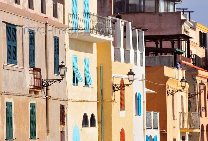 sardinia166: Alghero / L'Alguer, Sassari province, Sardinia / Sardegna / Sardigna: houses with a view of the Mediterranen sea - Bastioni Marco Polo - photo by M.Torres - (c) Travel-Images.com - Stock Photography agency - Image Bank