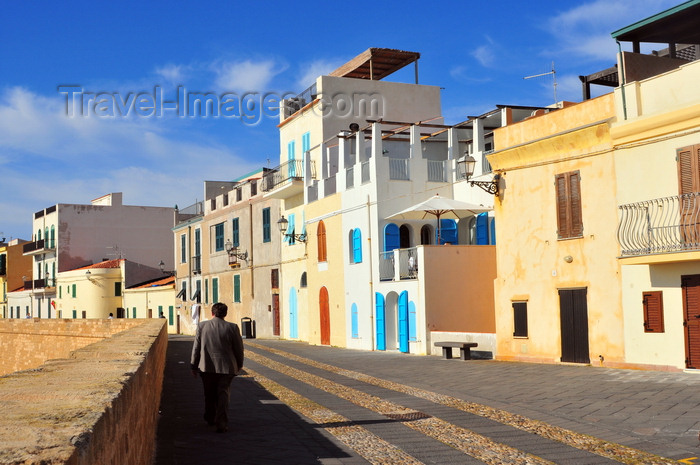 sardinia169: Alghero / L'Alguer, Sassari province, Sardinia / Sardegna / Sardigna: houses with terraces and pergolas along the Marco Polo bastion - photo by M.Torres - (c) Travel-Images.com - Stock Photography agency - Image Bank
