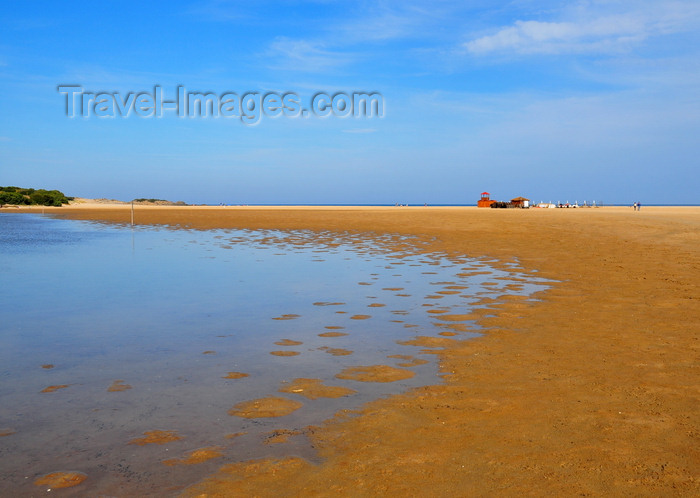 sardinia232: Baia di Chia, Domus de Maria municipality, Cagliari province, Sardinia / Sardegna / Sardigna: red sand of the lagoon with the beach in the background - photo by M.Torres - (c) Travel-Images.com - Stock Photography agency - Image Bank