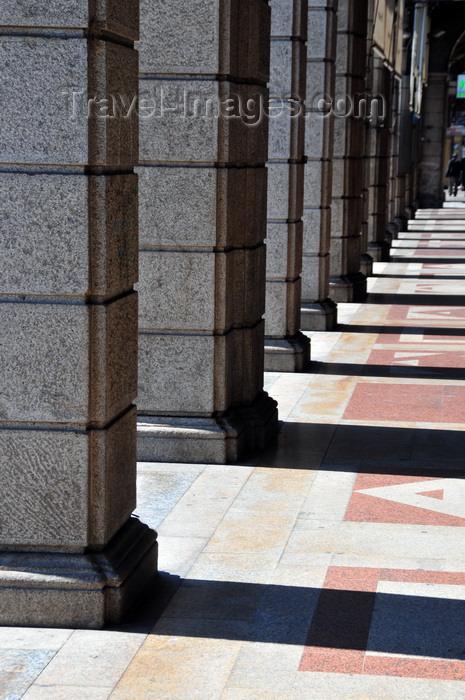 sardinia338: Cagliari, Sardinia / Sardegna / Sardigna: pillars and their shadows - porticoes of Via Roma - Portici della via Roma - quartiere Marina - photo by M.Torres - (c) Travel-Images.com - Stock Photography agency - Image Bank