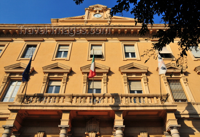 sardinia354: Cagliari, Sardinia / Sardegna / Sardigna: central post office - Piazza del Carmine - porch supported by four Tuscan columns - projecting cornice with a parapet and central pediment - Palazzo delle Poste e Telegrafi - quartiere di Stampace - photo by M.Torres - (c) Travel-Images.com - Stock Photography agency - Image Bank
