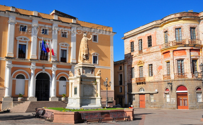 sardinia48: Oristano / Aristanis, Oristano province, Sardinia / Sardegna / Sardigna: Eleonora d'Arborea statue and the City Hall, the old Convento degli Scolopi - Piazza Eleonora d'Arborea - photo by M.Torres - (c) Travel-Images.com - Stock Photography agency - Image Bank