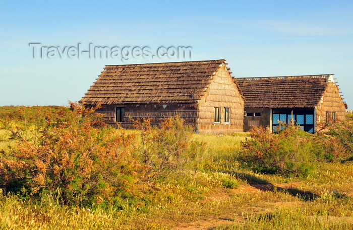 sardinia51: San Giovanni di Sinis, Oristano province, Sardinia / Sardegna / Sardigna: straw cottages - photo by M.Torres - (c) Travel-Images.com - Stock Photography agency - Image Bank