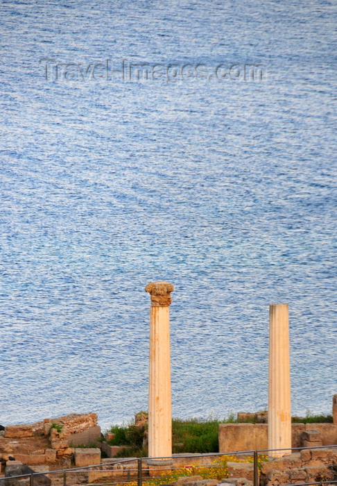 sardinia54: San Giovanni di Sinis, Oristano province, Sardinia / Sardegna / Sardigna: two columns by the sea in the Tharros ruins - founded by Phoenicians, mentioned by Ptolemy and in the Itineraries - photo by M.Torres - (c) Travel-Images.com - Stock Photography agency - Image Bank