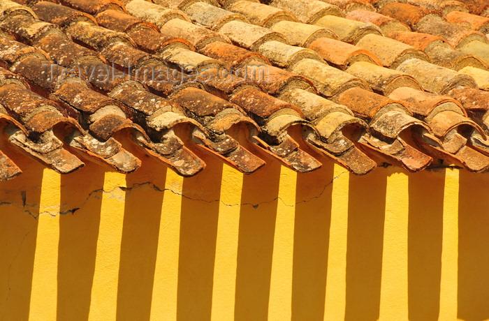 sardinia66: Las Plassas / Is Pratzas, Medio Campidano province, Sardinia / Sardegna / Sardigna: Church of Santa Maria Maddalena - roof edge - shadow of the tiles - photo by M.Torres - (c) Travel-Images.com - Stock Photography agency - Image Bank