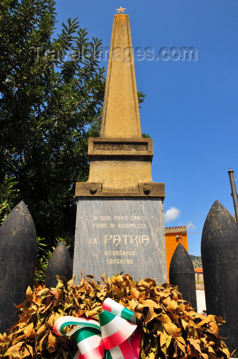 sardinia68: Tuili, Medio Campidano province, Sardinia / Sardegna / Sardigna: obelisk, crown of laurels and artillery shells - the Fatherland pays homage to the young men lost at war - square on Via Roma - photo by M.Torres - (c) Travel-Images.com - Stock Photography agency - Image Bank