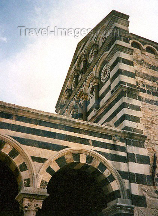 sardinia7: Codrongianos, Province of Sassari, Sardinia: the Saccargia abbey - Basilica of the Holy Trinity of Saccargia - Tuscan Romanesque style - black basalt and white - photo by G.Frysinger - (c) Travel-Images.com - Stock Photography agency - Image Bank