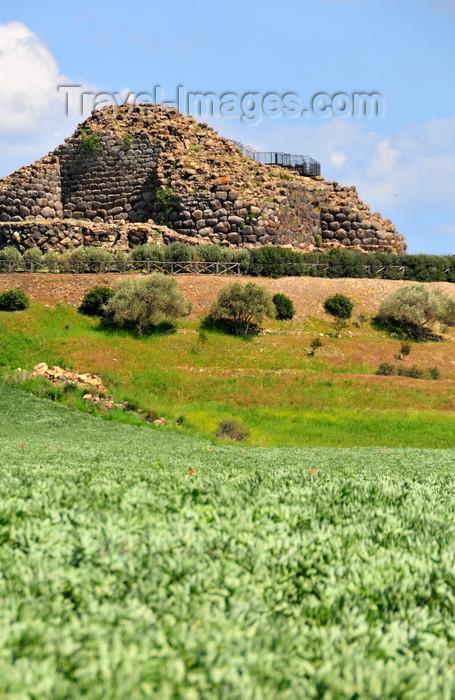 sardinia80: Barumini, Medio Campidano province, Sardinia / Sardegna / Sardigna: Su Nuraxi nuraghic complex - fortified village - UNESCO World Heritage Site - photo by M.Torres - (c) Travel-Images.com - Stock Photography agency - Image Bank