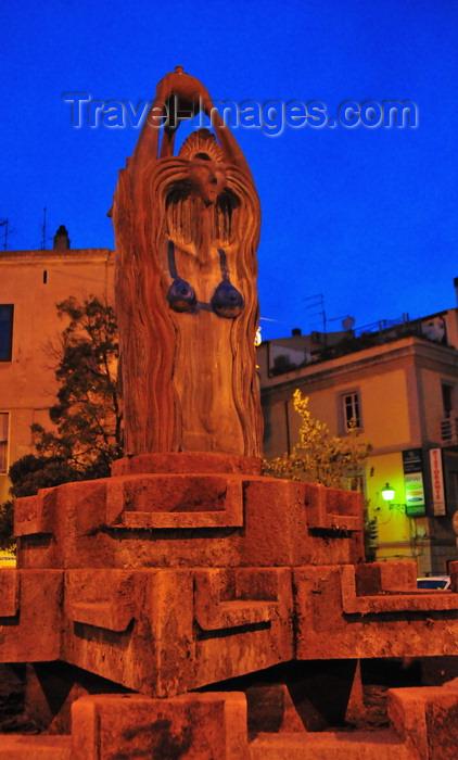 sardinia9: Olbia / Terranoa / Tarranoa, Olbia-Tempio province, Sardinia / Sardegna / Sardigna: fountain - statue with a bra - Piazza Matteotti at night - photo by M.Torres - (c) Travel-Images.com - Stock Photography agency - Image Bank