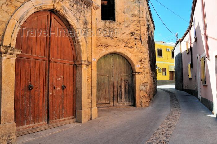 sardinia93: Gesturi, Medio Campidano province, Sardinia / Sardegna / Sardigna: gates in the old town - Centro storico - antico portone - photo by M.Torres - (c) Travel-Images.com - Stock Photography agency - Image Bank