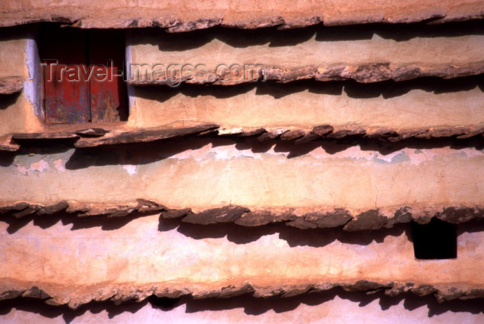 saudi-arabia103: Saudi Arabia - Asir province - Abha: mud wall - detail (photo by F.Rigaud) - (c) Travel-Images.com - Stock Photography agency - Image Bank