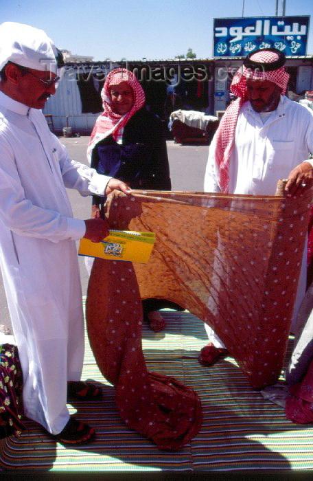 saudi-arabia11: Saudi Arabia - Asir province  Abha: textiles at the market (photo by F.Rigaud) - (c) Travel-Images.com - Stock Photography agency - Image Bank