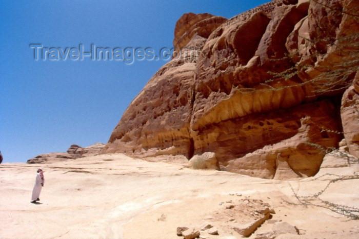 saudi-arabia122: Saudi Arabia - Madain Salah / Hegra: staring at the rocks (photo by F.Rigaud) - (c) Travel-Images.com - Stock Photography agency - Image Bank