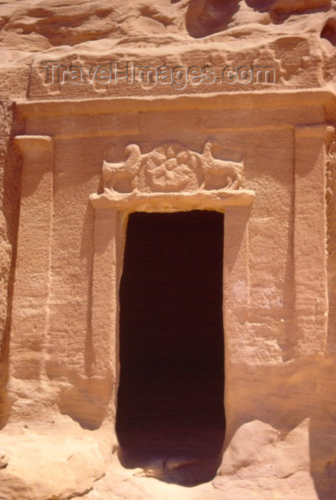 saudi-arabia128: Saudi Arabia - Madain Salah: tomb - gate with lions (photo by F.Rigaud) - (c) Travel-Images.com - Stock Photography agency - Image Bank