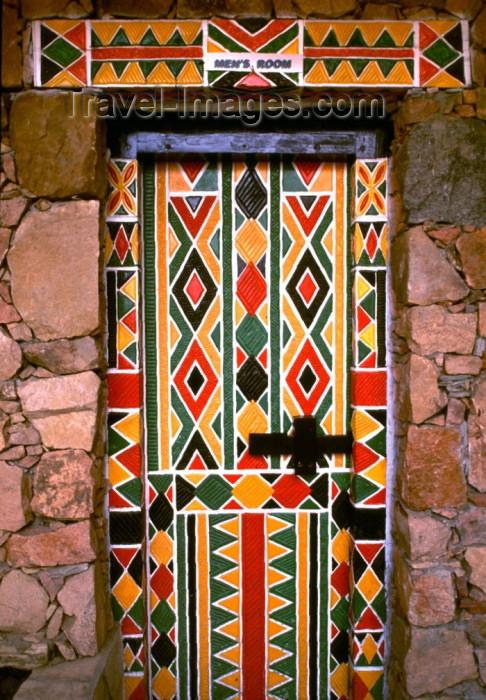 saudi-arabia129: Saudi Arabia - Asir province - Khamis Mushayt / AHB: Bin Hamsen typical village - door - geometrical motives (photo by F.Rigaud) - (c) Travel-Images.com - Stock Photography agency - Image Bank