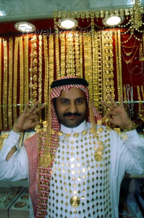 saudi-arabia14: Saudi Arabia - Asir province - Abha: jeweller and his wares - gold - jewelry (photo by F.Rigaud) - (c) Travel-Images.com - Stock Photography agency - Image Bank