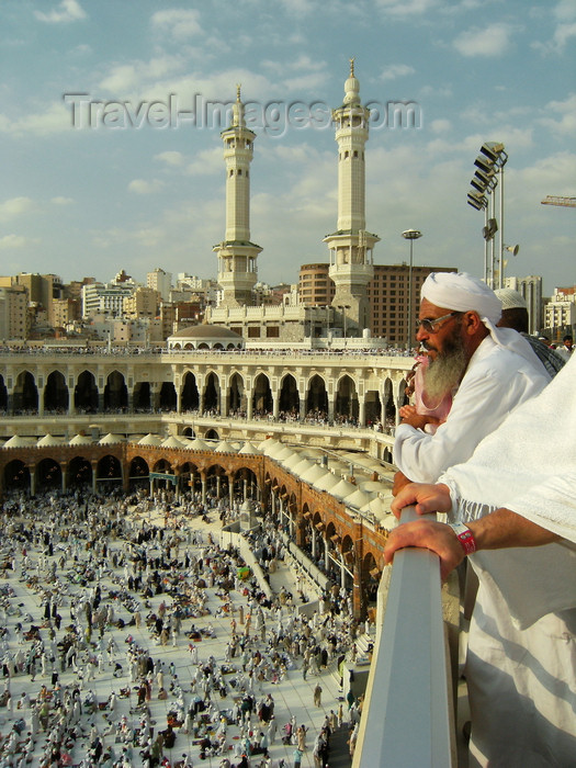 saudi-arabia152: Mecca / Makkah, Saudi Arabia: a Muslim man looks at Kaaba in Haram Mosque, from third floor - Masjid al-Haram during Hajj, Dhu al-Hijjah month - photo by A.Faizal - (c) Travel-Images.com - Stock Photography agency - Image Bank