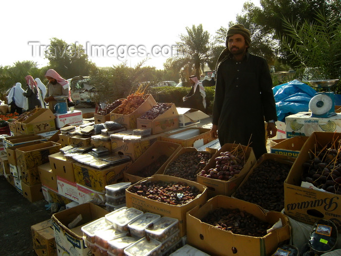 saudi-arabia166: Medina / Madinah, Saudi Arabia: dates are widely sold  for daily consumption - dates are usually consumed by muslims all around the world who are fasting - photo by A.Faizal - (c) Travel-Images.com - Stock Photography agency - Image Bank
