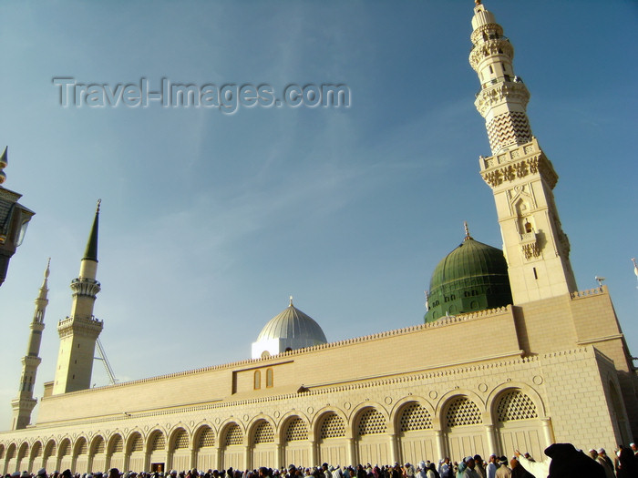 saudi-arabia174: Medina / Madinah, Saudi Arabia: Masjid Al Nabawi or Mosque of the Prophet - beneath the Green Dome is Prophet Muhammad's tomb pbuh - photo by A.Faizal - (c) Travel-Images.com - Stock Photography agency - Image Bank