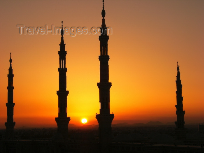 saudi-arabia178: Medina / Madinah, Saudi Arabia: sun and silhouette of minarets of Masjid Al Nabawi or Nabawi Mosque - photo by A.Faizal - (c) Travel-Images.com - Stock Photography agency - Image Bank