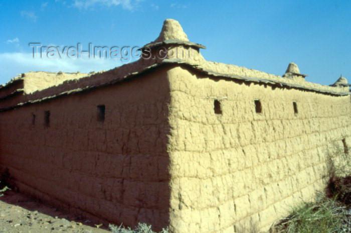 saudi-arabia19: Saudi Arabia - Asir province - Abha: mud raparts (photo by F.Rigaud) - (c) Travel-Images.com - Stock Photography agency - Image Bank