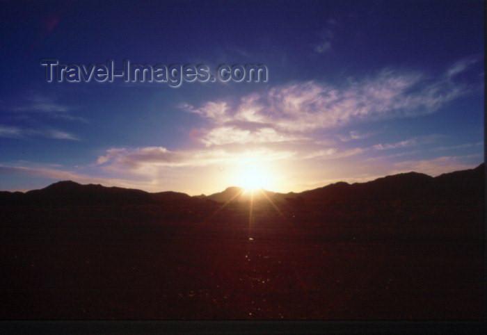 saudi-arabia22: Saudi Arabia - Al Madinah province: Medina - Madain Salah / Madain Saleh road - sun (photo by F.Rigaud) - (c) Travel-Images.com - Stock Photography agency - Image Bank