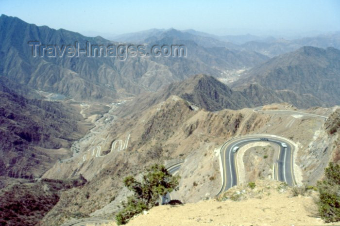 saudi-arabia6: Saudi Arabia - Asir province - Rajal Almie valley: meandering road (photo by F.Rigaud) - (c) Travel-Images.com - Stock Photography agency - Image Bank