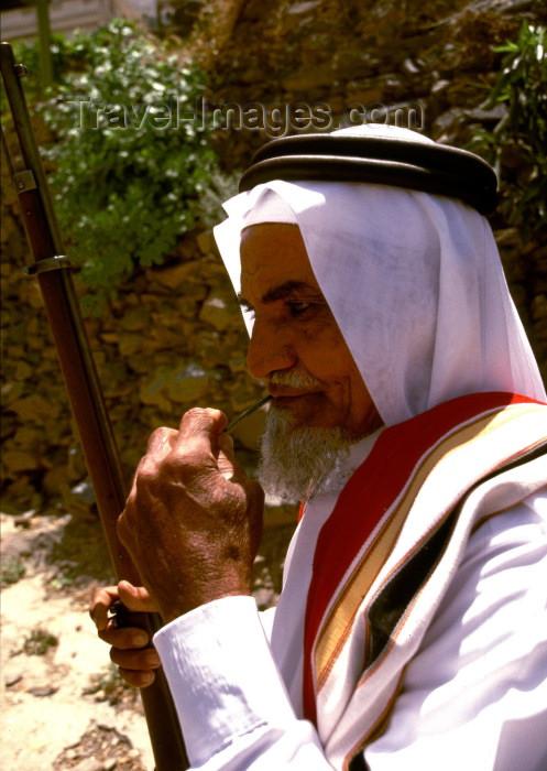 saudi-arabia9: Saudi Arabia - Asir province: Alma museum - bedouin with rifle (photo by F.Rigaud) - (c) Travel-Images.com - Stock Photography agency - Image Bank